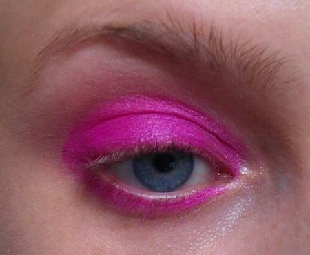 Makijaż w kolorze mocnego różu