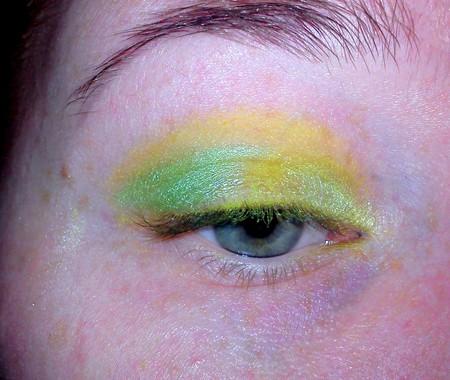 Makijaż w kolorach zieleni