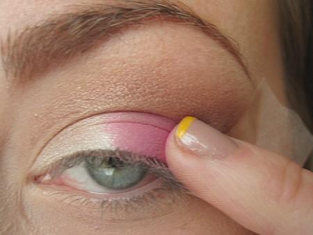 Makijaż w kolorze beżu i różu