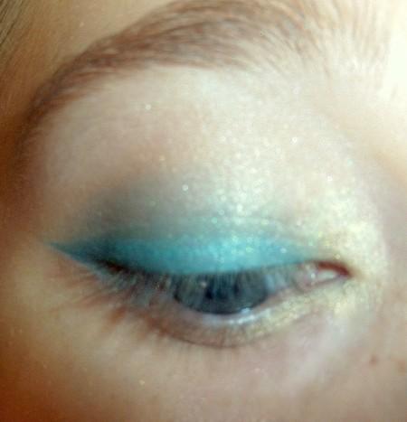 Makijaż w kolorze błękitu i brązu