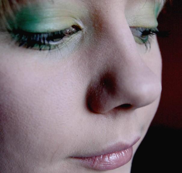 Makijaż w kolorze zieleni