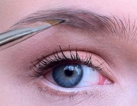 Makijaż w kolorze brzoskwiniowym