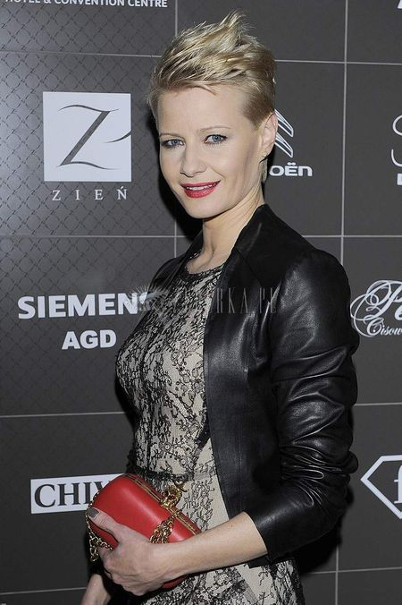 Małgorzata Kożuchowska w koronkowej mini Zienia