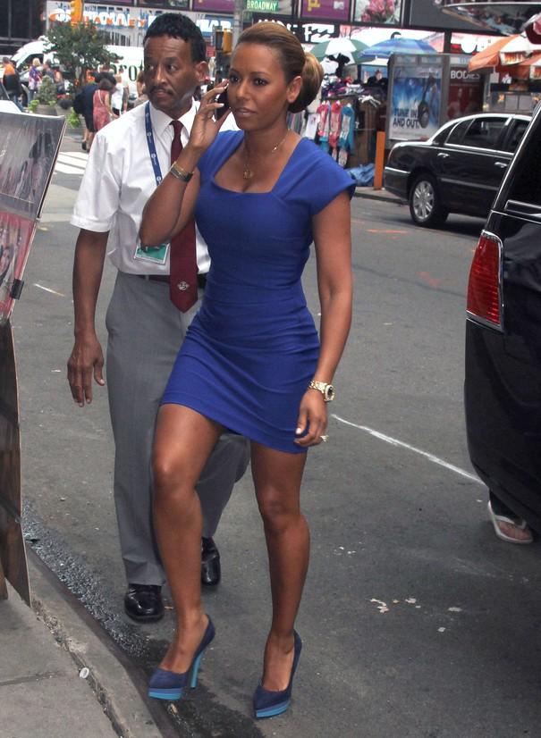 Mel B w obcisłej sukience