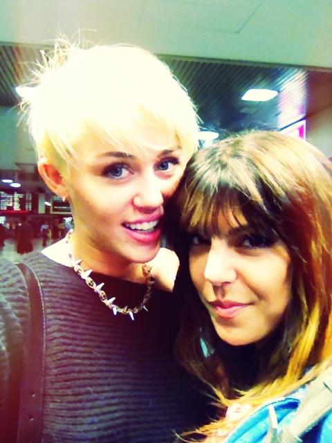 Nowa krótka fryzura Miley Cyrus! (FOTO)