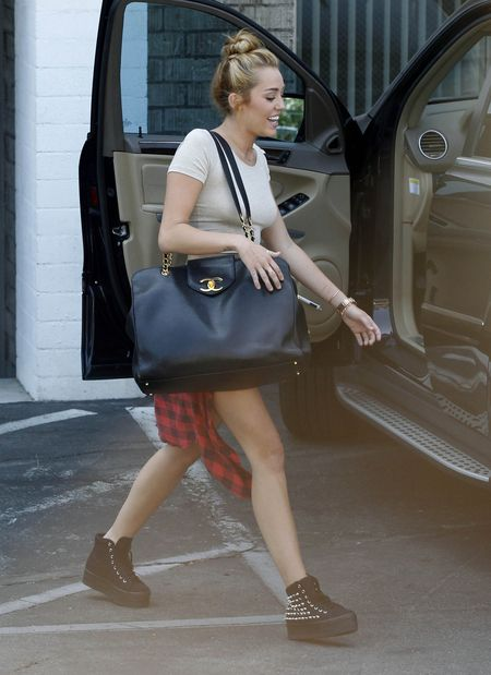 Miley Cyrus odważnie odsłania ciało (FOTO)