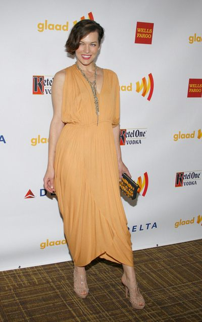 Milla Jovovich w sukni vintage (FOTO)