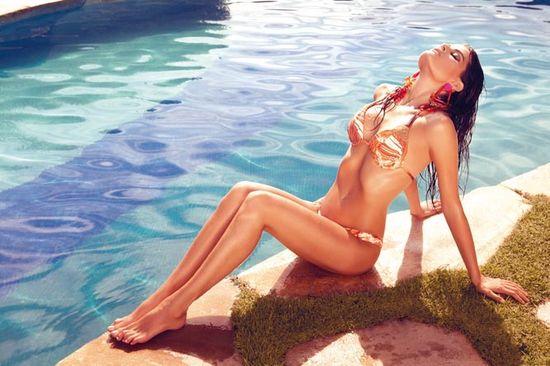 Isabeli Fontana znów reklamuje kostiumy kąpielowe (FOTO)