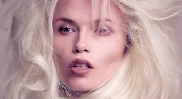 Natasha Poly w reklamie Givenchy (VIDEO)