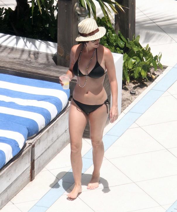 Katy Perry w czarnym bikini