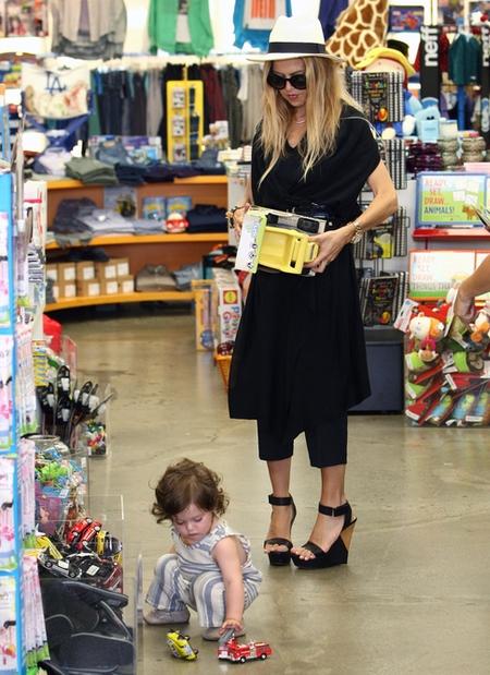 Rachel Zoe - modna mama na zakupach (FOTO)
