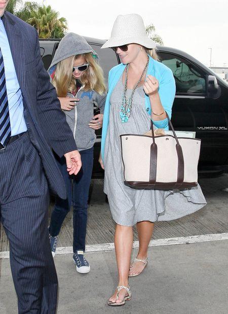 Ciążowe stylizacje Reese Witherspoon (FOTO)