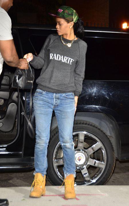Rihanna stawia na luz (FOTO)