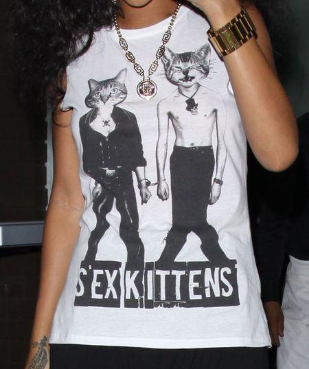 Seksowne kociaki na t-shircie Rihanny (FOTO)