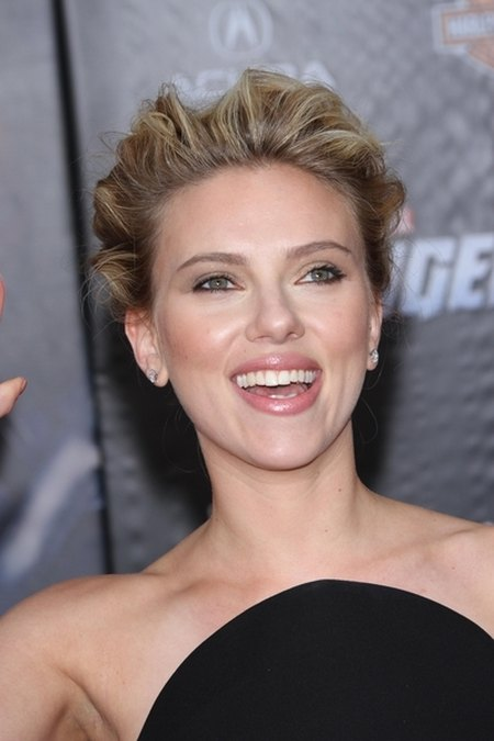 Scarlett Johansson w małej czarnej Versace (FOTO)