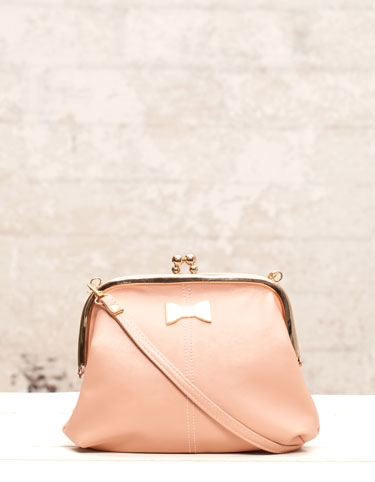 Jakie torebki na lato oferuje Stradivarius?