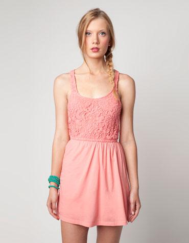 Koronkowe sukienki na ważne wyjście (FOTO)