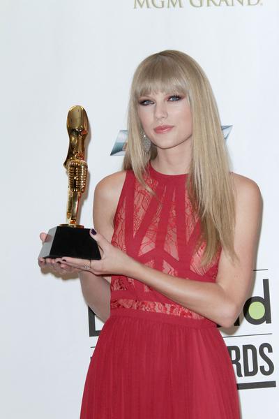 Taylor Swift w sukni Elie Saab (FOTO)