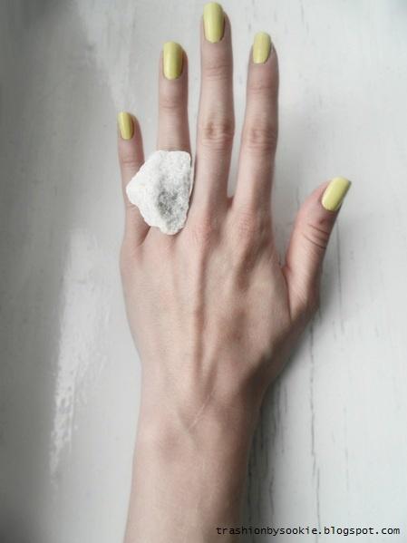 Zrób to sama: pierścionek z kamieniem (FOTO)