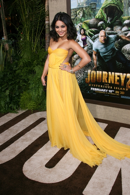 Vanessa Hudgens stawia na mocny kolor (FOTO)