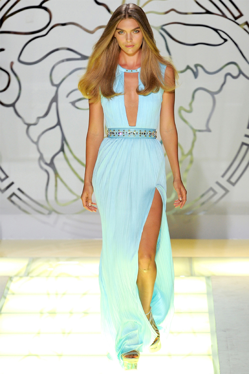 Charlize Theron w bajecznej sukni od Versace