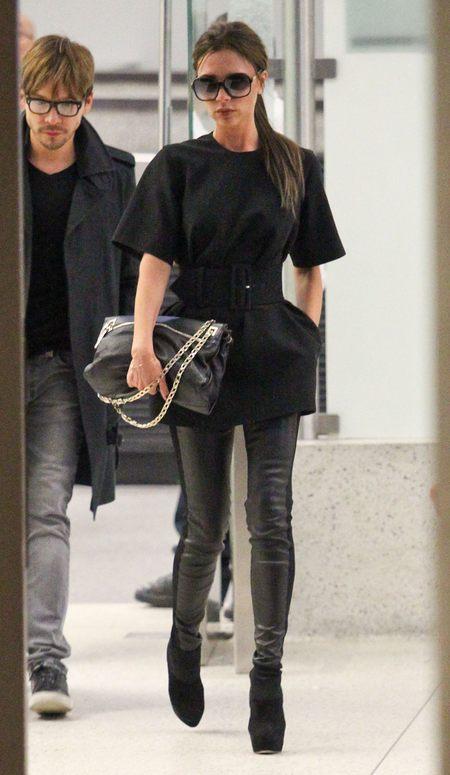 Victoria Beckham najlepiej czuje się w czerni (FOTO)