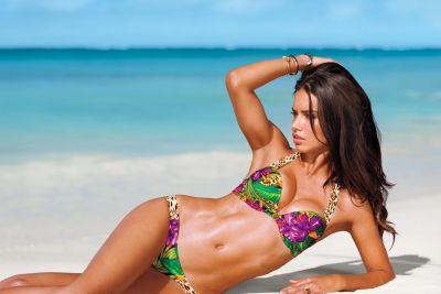 Candice Swanepoel i Adriana Lima promują stroje kąpielowe
