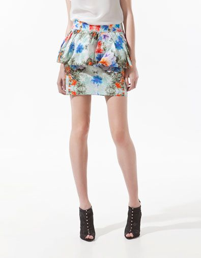 Sukienki i spódnice z baskiną (FOTO)