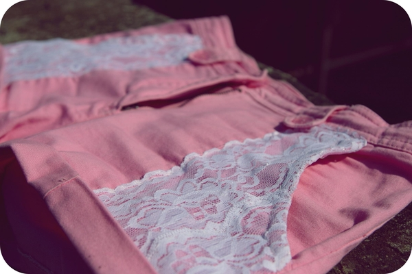 Zrób to sama: szorty z koronkowymi wstawkami (FOTO)