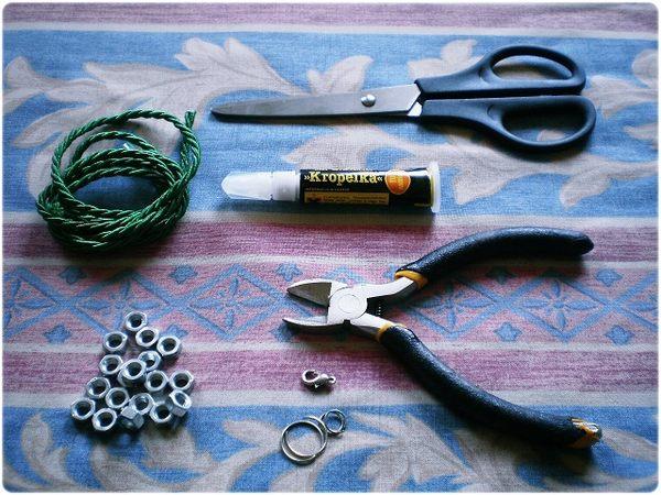 Zrób to sama: bransoletka z nakrętek (FOTO)