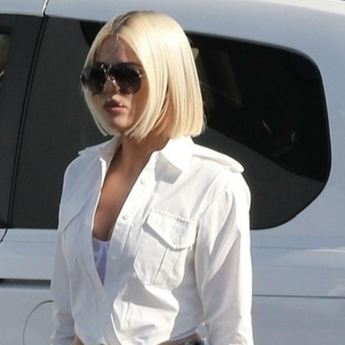 Khloe Kardashian przefarbowała włosy na… biało?!