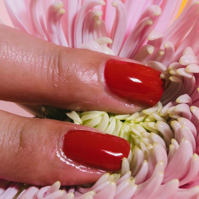 Zastąp zmywacz do paznokci. Naturalne sposoby na usunięcie lakieru do paznokci