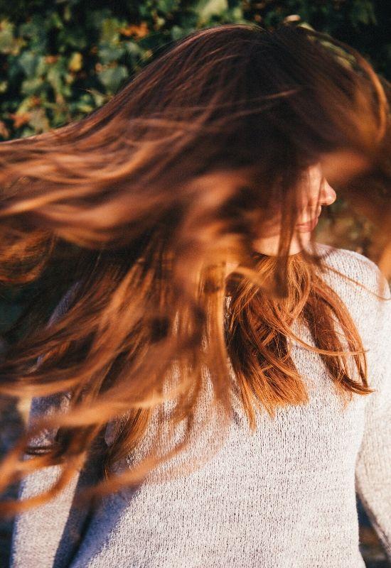 Kształt twarzy a długość włosów: Jaka fryzura pasuje do Ciebie najbardziej?