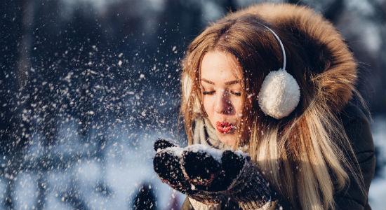 Trzy piękne fryzury na zimę. Zrobisz je w 5 minut!