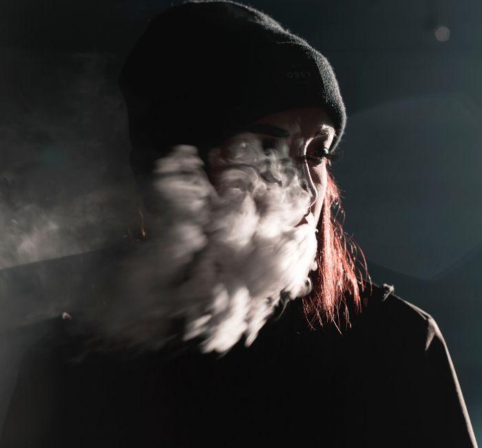 Palenie rujnuje wygląd. Oto 5 symptomów twarzy palacza