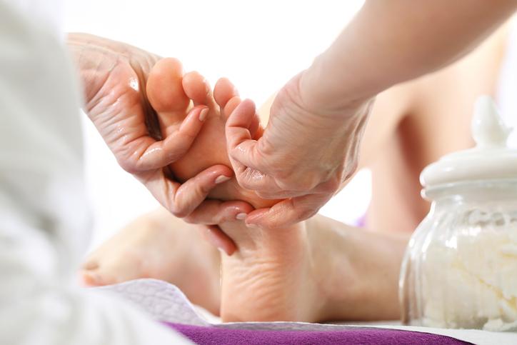 Piękne i zdrowe stopy, czyli 5 najważniejszych zasad pielęgnacji stóp