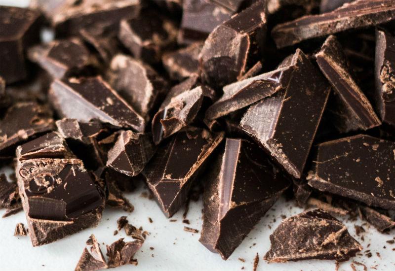 Domowy peeling do ust, który smakuje jak czekolada