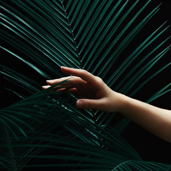Konturowanie paznokci. Genialny trik, który je wydłuży i wyszczupli dłonie