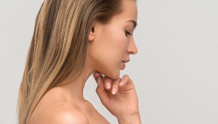 zdjęcie kobiety z profilu