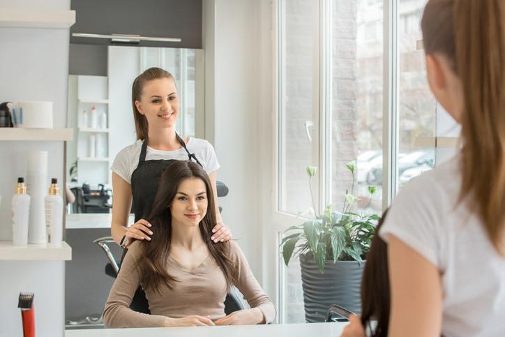 Kiedy zostaną otwarte salony fryzjerskie? Ujawniono możliwy termin